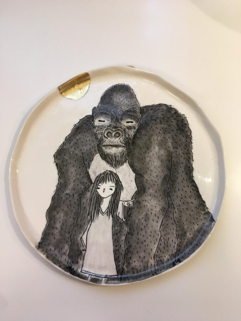 Un piatto della collezione gorilla